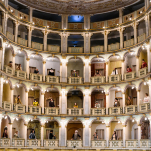 Il Teatro Fraschini riapre lunedì 26 aprile